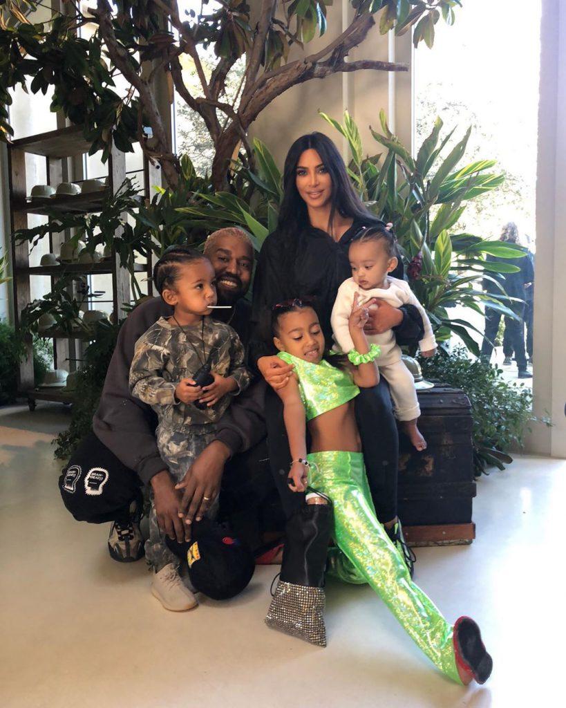 Ким Кардашьян и Канье Уэст с детьми