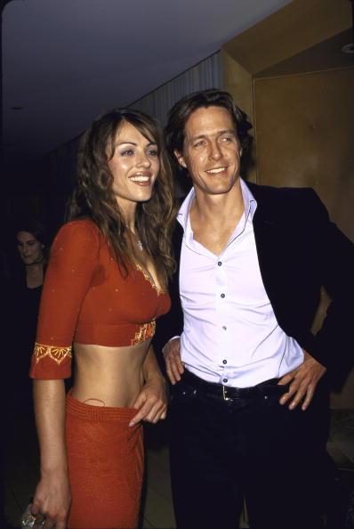Элизабет Херли и Хью Грант (2000)