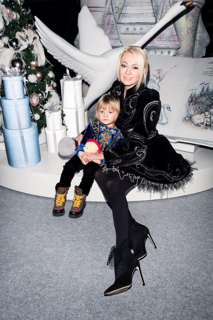 Яна Рудковская с сыном Сашей Плющенко