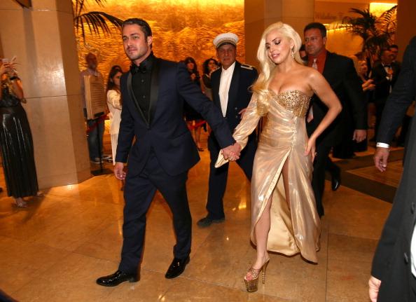 Тейлор Кинни и Леди Гага (2014)