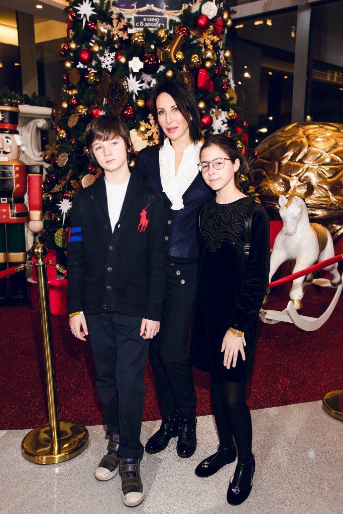 Алика Смехова с детьми