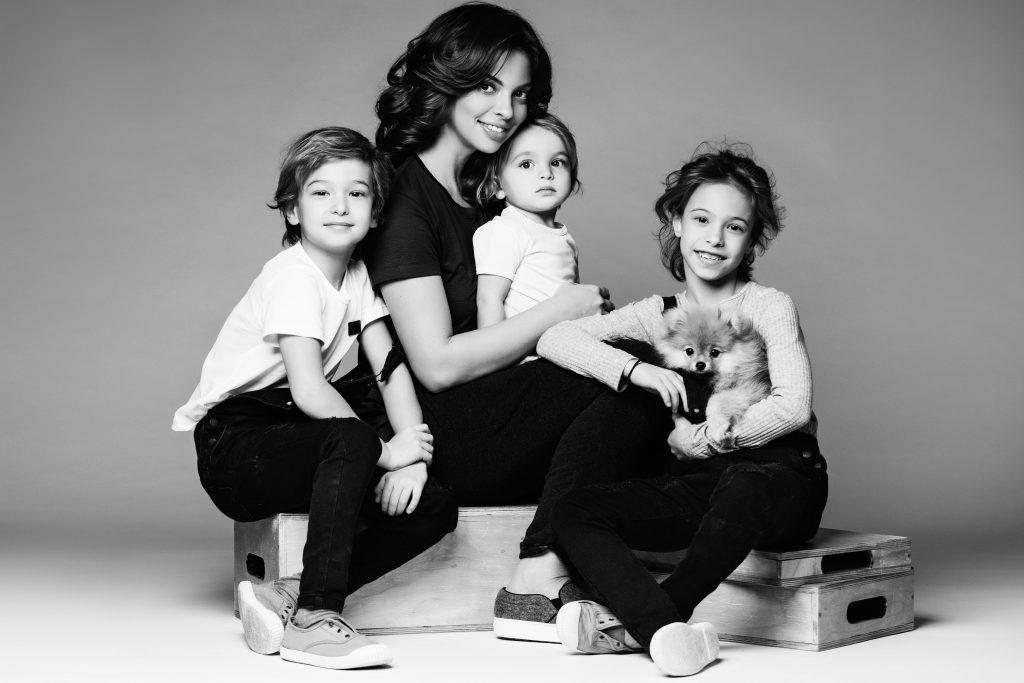 Регина Бурд с детьми