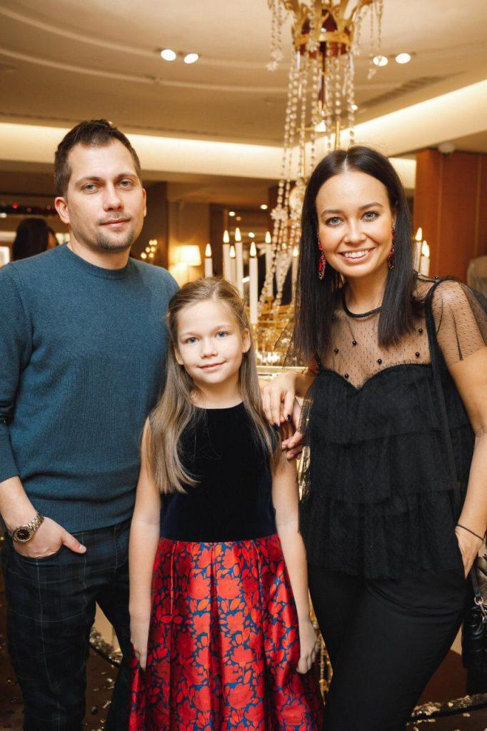 Владимир Усольцев и Анна Шабунина с дочерью Лизой