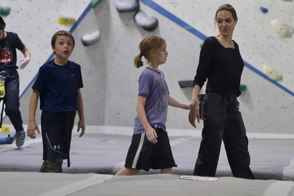 Анджелина Джоли с детьми, фото: legion-media.ru