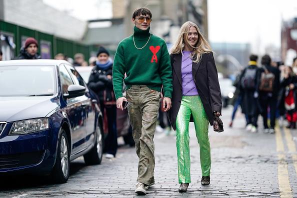 Или с джемпером и пиджаком, как делает это Фрея Вьюер