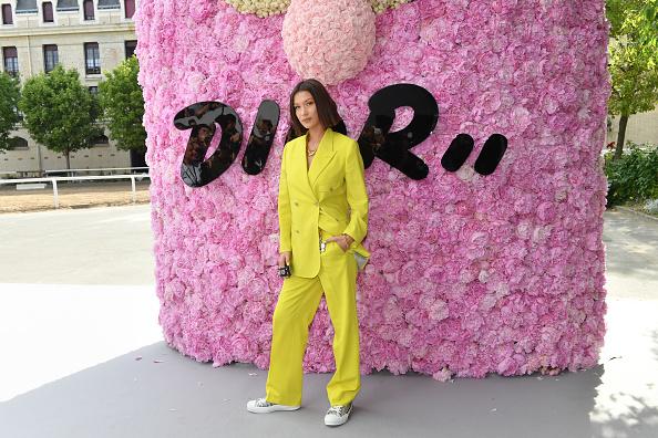 Белла Хадид в мужском Dior