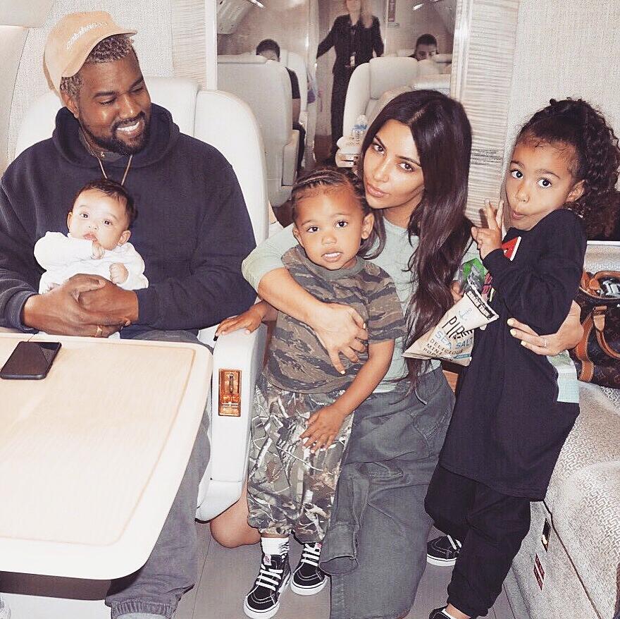 Канье и Ким с детьми Чикаго, Сейнтом и Норт