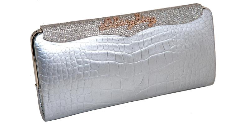 №6: Lana Marks Cleopatra Clutch  - клатч из кожи американского аллигатора, инкрустированный 40-каратными бриллиантами (их здесь 1600), сделали специально для китайской актрисы Ли Бингбинг. И стоит такая $400 тыс. - ок. 26,5 млн. р.