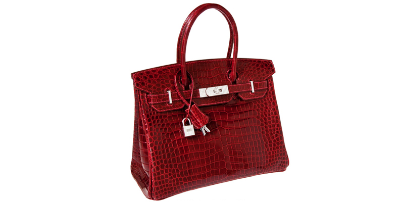 №2: официальное название этой сумки с 18-каратным белым золотом и бриллиантами Hermes Exceptional Collection Shiny Rouge H Porosus Crocodile 30 cm Birkin Bag. Ее купили на аукционе в Техасе несколько лет назад за  $203150 (ок. 13,4 млн. р.).