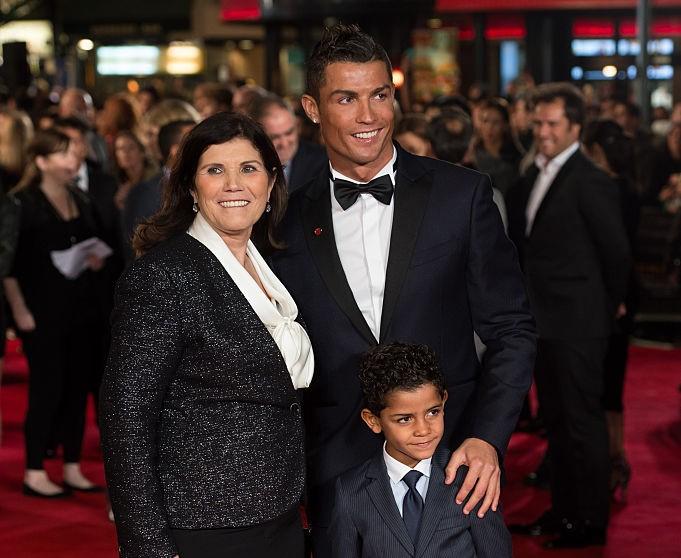 Криштиану Роналду с мамой и сыном