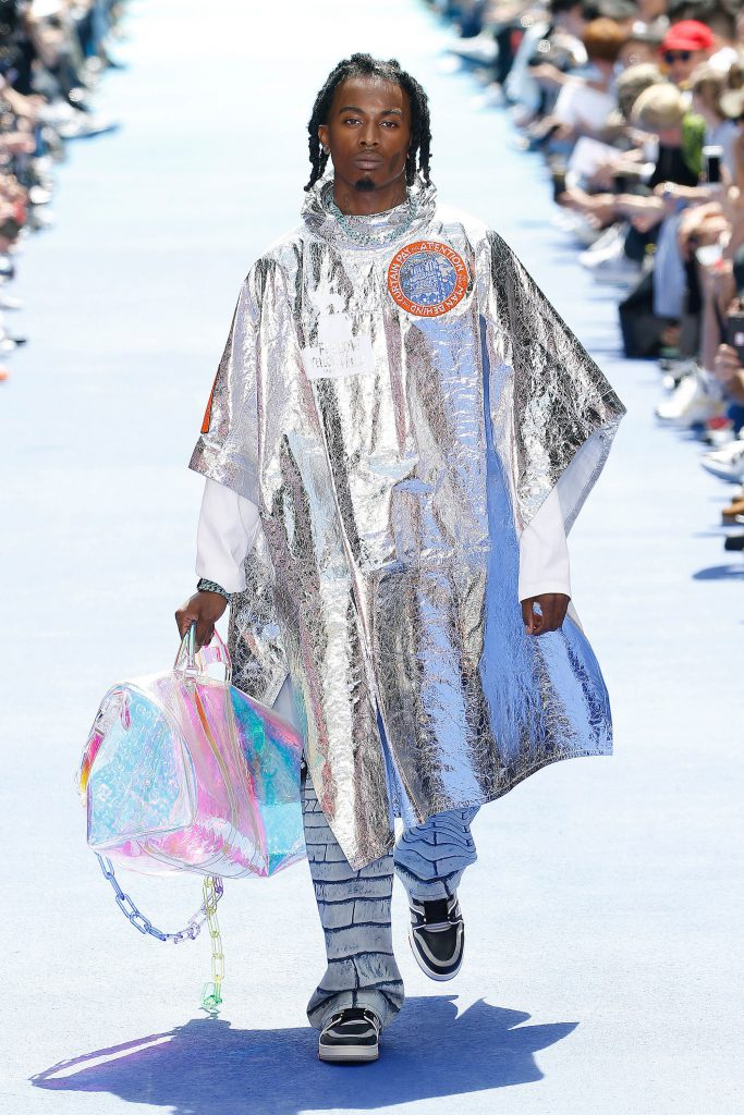 Louis Vuitton. 230000 p. (louisvuitton.com)