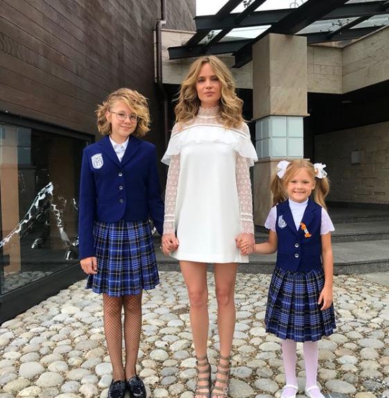 Наталья Чистякова-Ионова с дочерьми