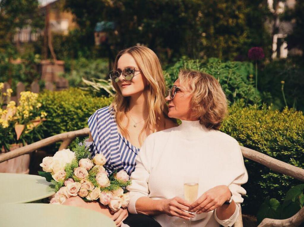 Арина Кузьмина с мамой