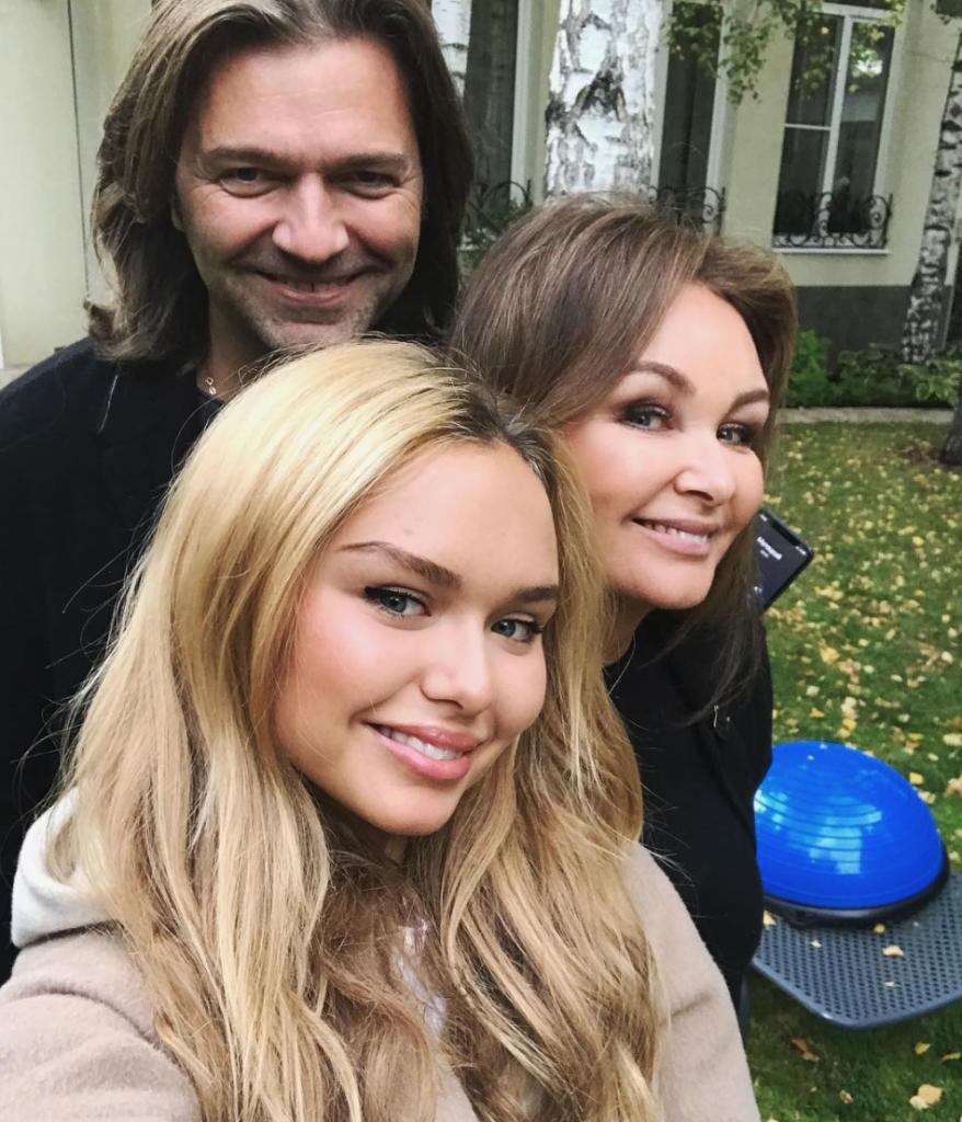 Стеша Маликова с родителями