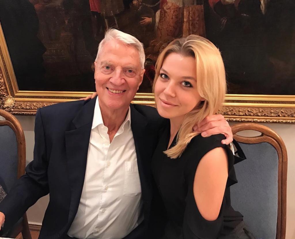 Аня Максакова с дедушкой