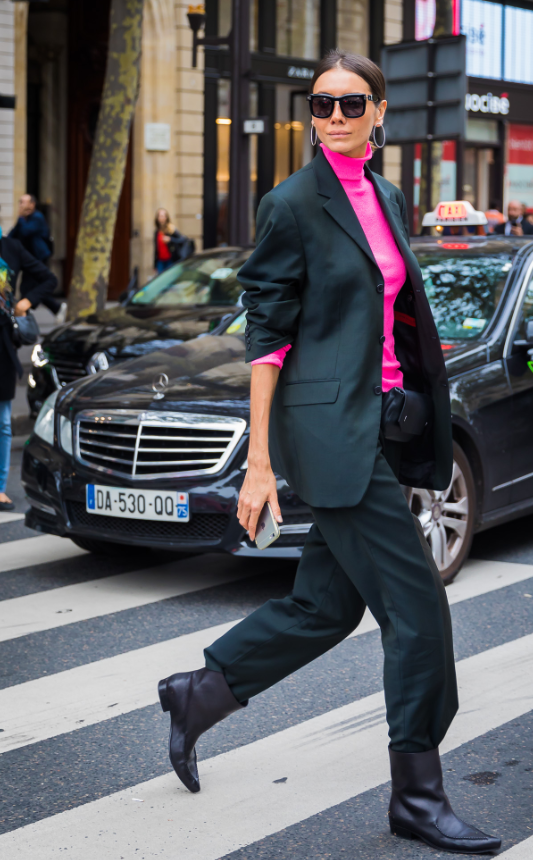 Или заправляй брюки в казаки/любые другие ботинки, как делает наша икона стиля - директор моды украинского Vogue Юлия Пелипас.