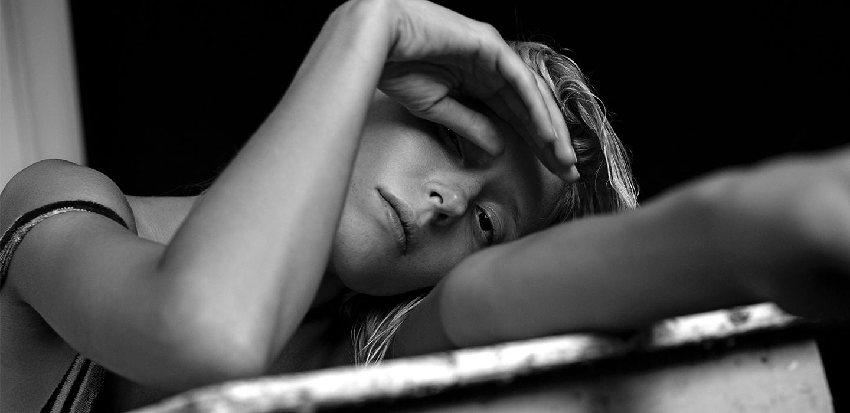 К премьере «Мертвого озера»: актриса Анна Александрова о муже, модельном бизнесе и экстремальных съемках