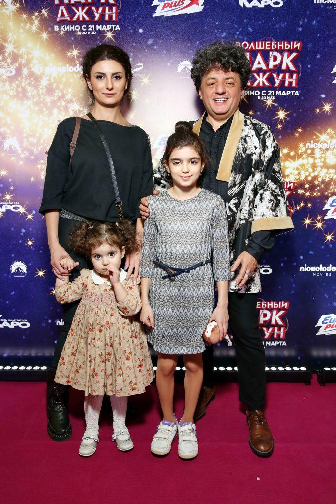 Армен Ерицян с семьей
