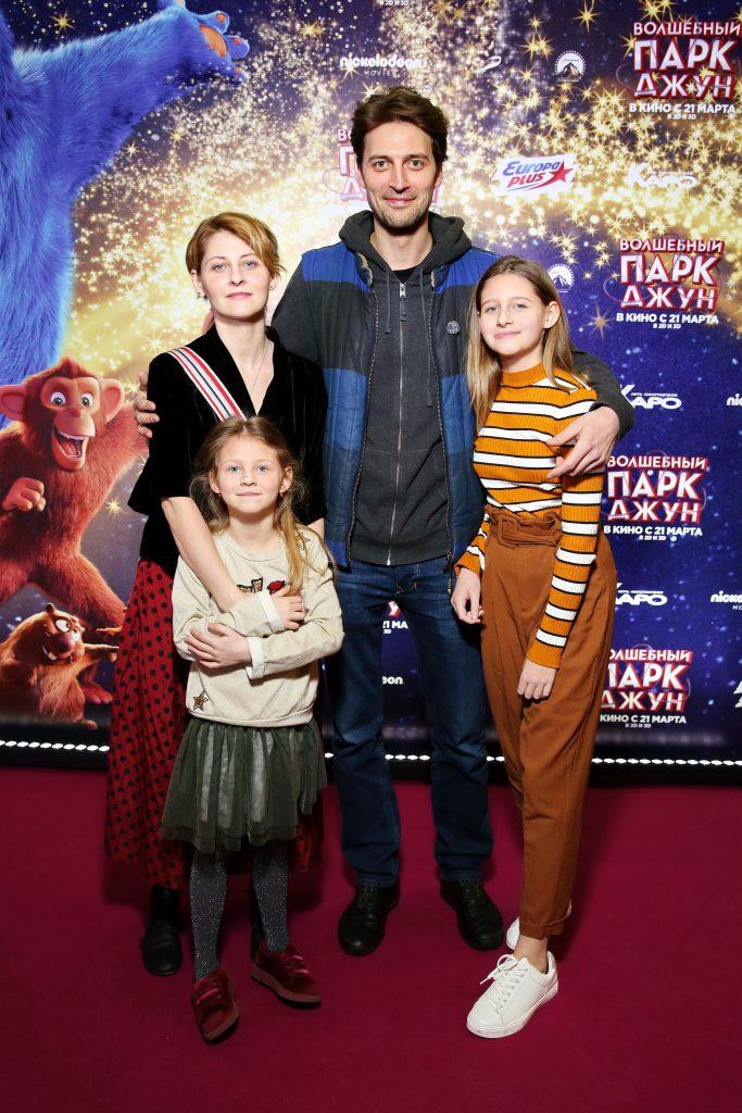 Иван Колесников с семьёй