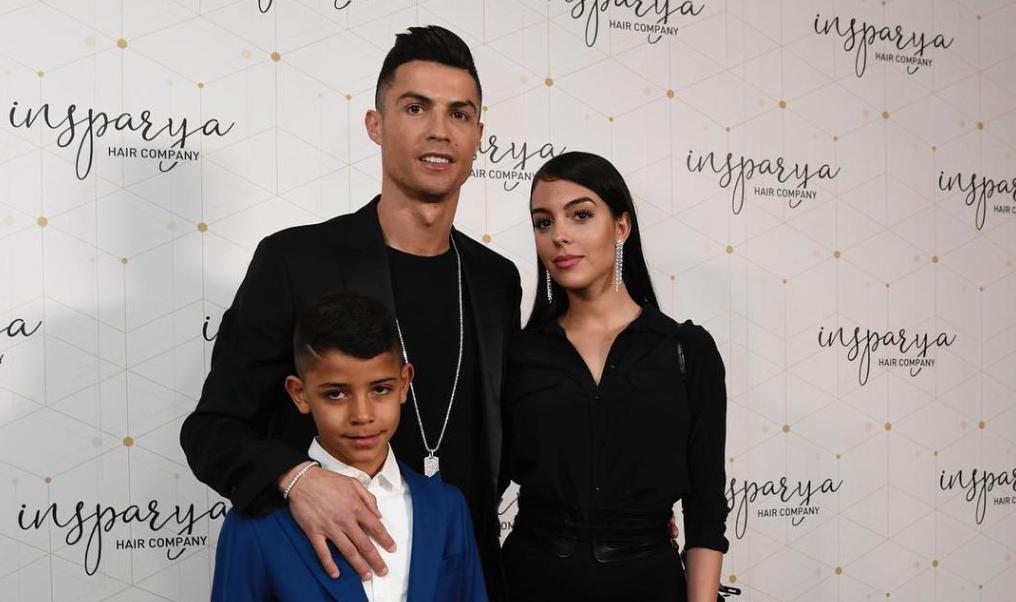 Криштиану Роналду и Джорджина Родригес с сыном