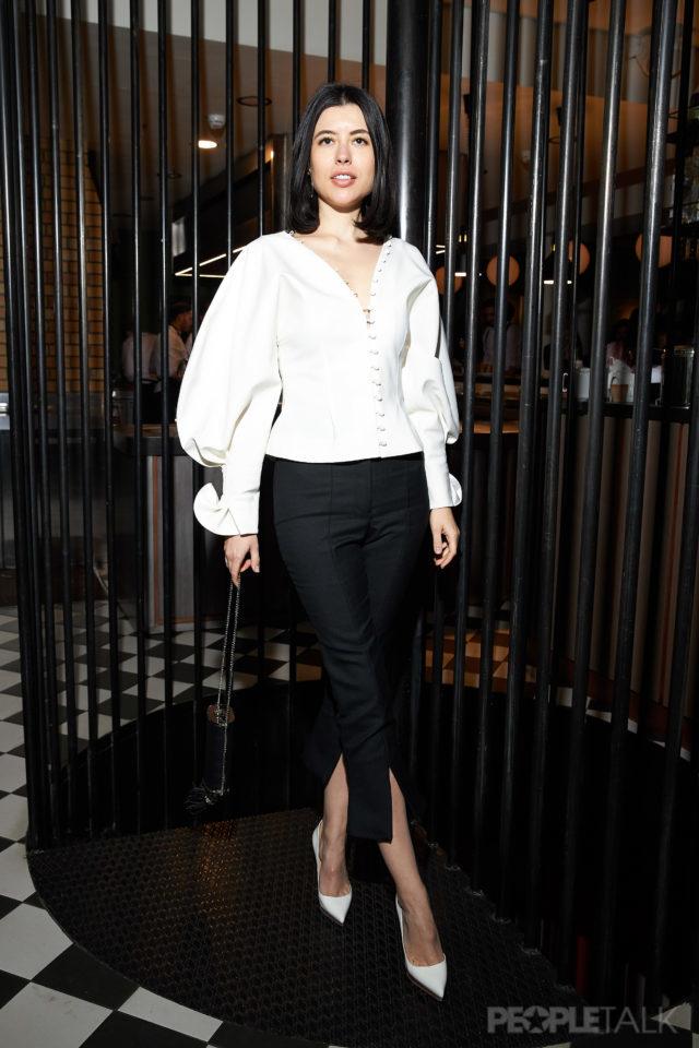 bb2b9ee5ae3 На минувшей вечеринке Christian Louboutin мы влюбились в блузу Анны  Ивченко. Яркий пример того