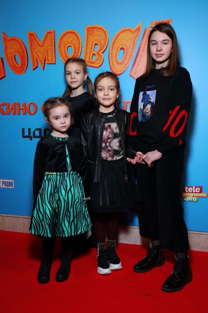 Алла-Виктория Киркорова с друзьями