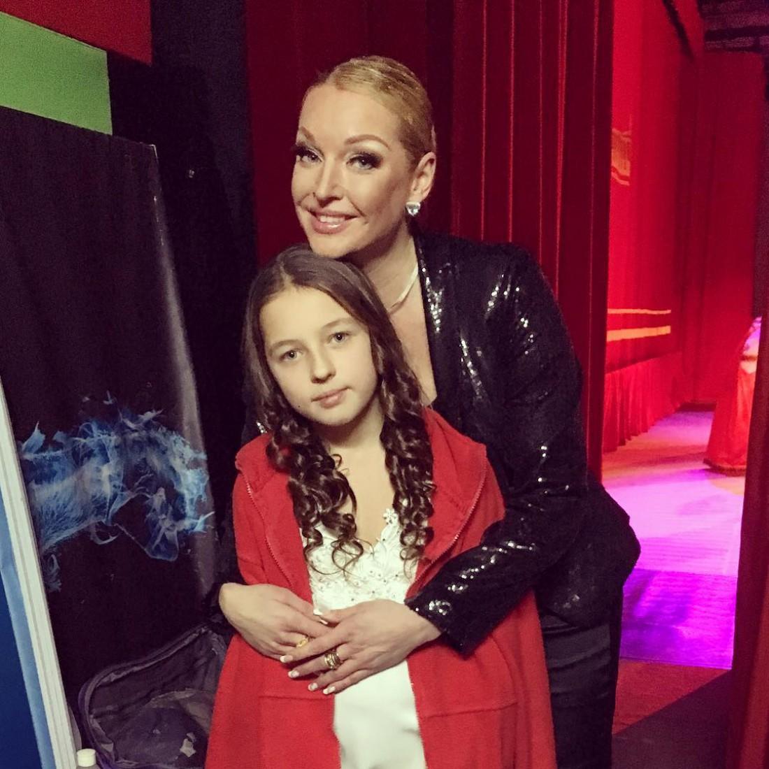 14-летняя дочь Анастасии Волочковой сама зарабатывает после переезда от звездной мамы