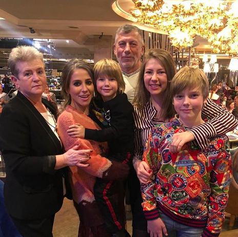 Юлия Барановская с семьей (Фото: @baranovskaya_tv)