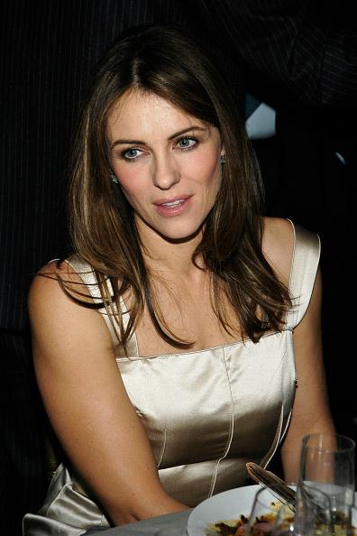 В 2002 году актриса начала эксперименты с окрашиванием. Светлые блики на темных волосах освежают