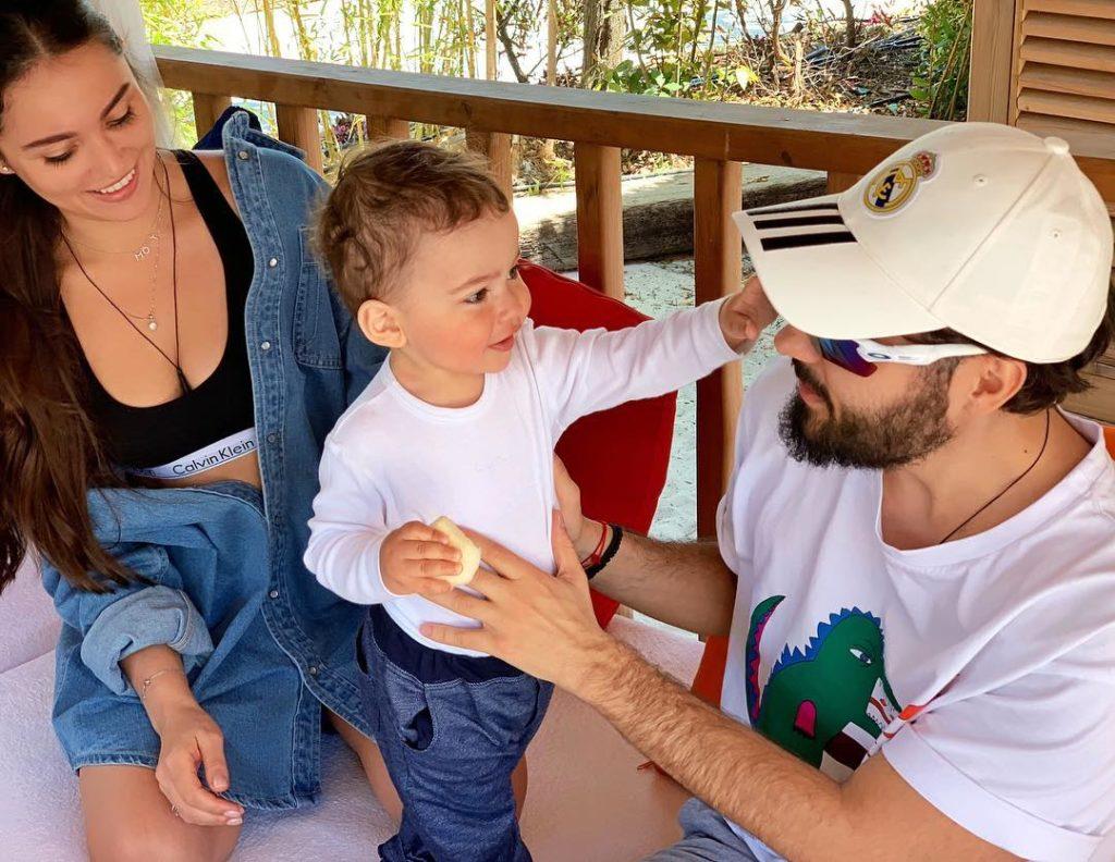 Мария Мельникова и Мот с сыном в Турции