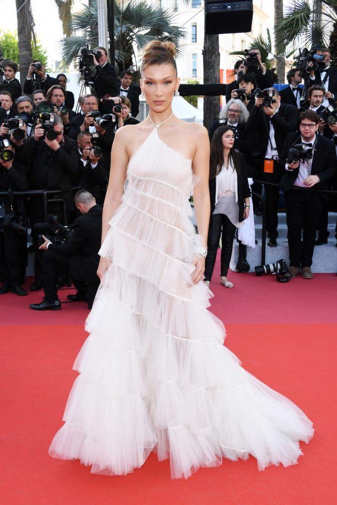 Белла Хадид в платье Dior и украшениях Bulgari