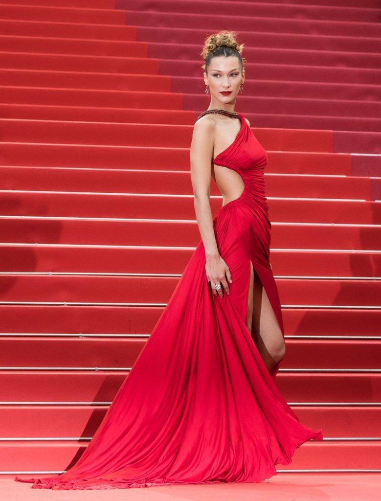 Белла Хадид в платье Roberto Cavalli и украшениях Bulgari