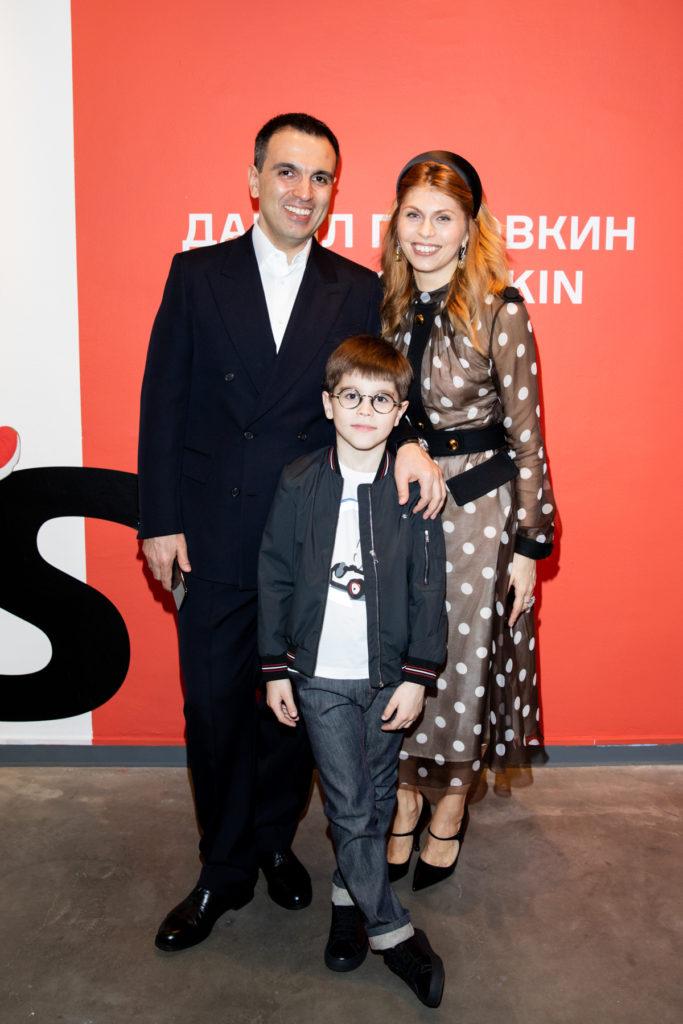 Елена и Михаил Карисаловы с сыном Михаилом