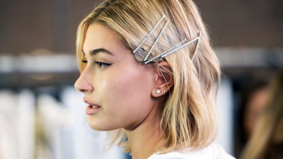 Как сегодня нужно украшать волосы?