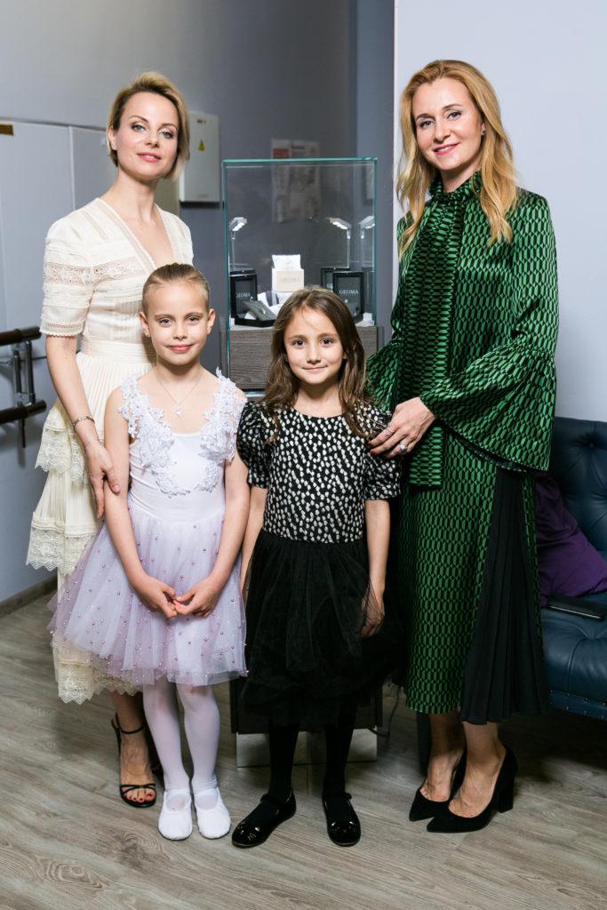 Ксения Белая и Дарья Пухаева с дочерьми