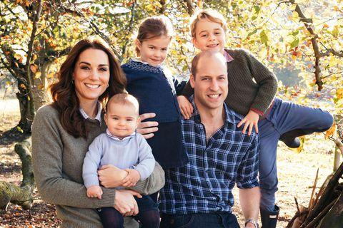 Кейт Миддлтон и принц Уильям с детьми