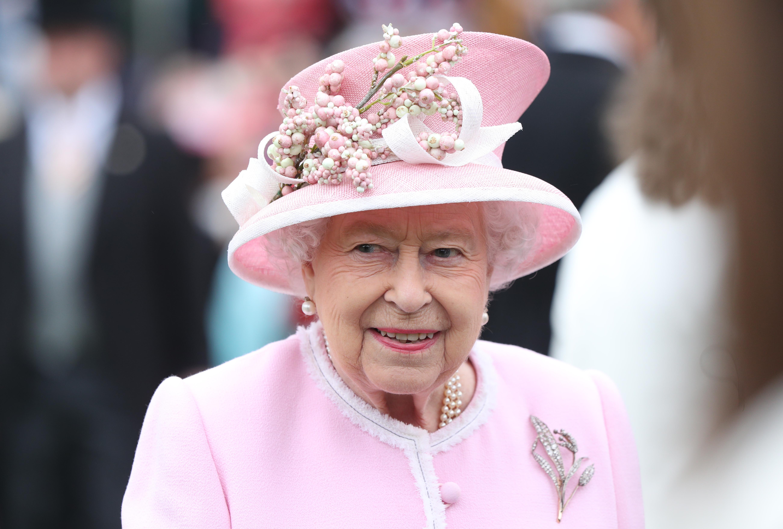 Королева Елизавета собрала семейный совет из-за решения Меган Маркл и принца Гарри отречься от звания членов королевской семьи