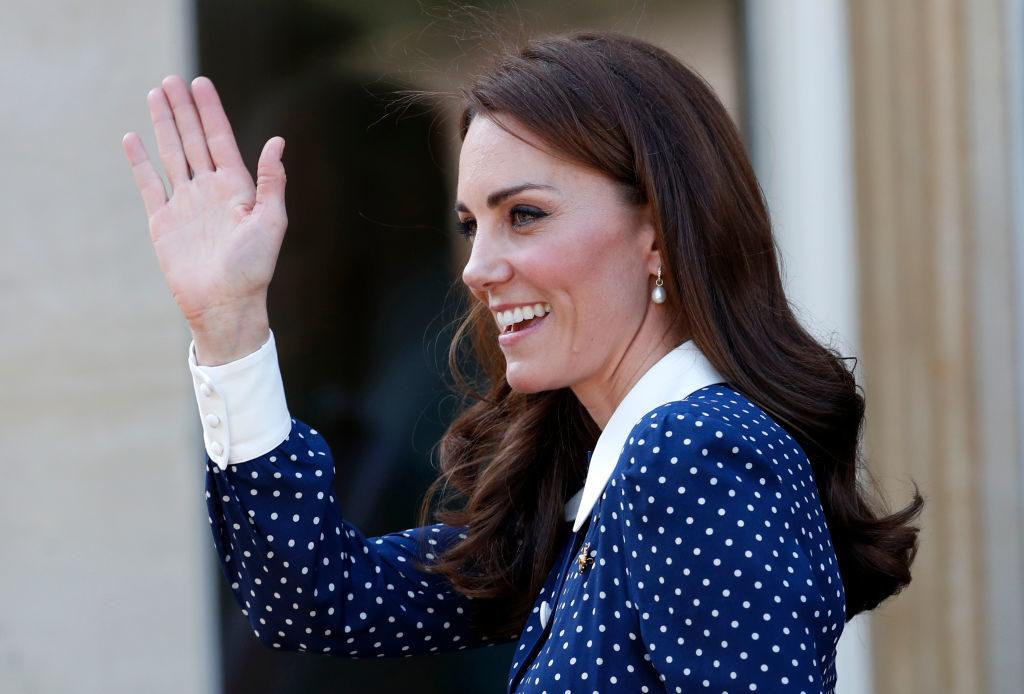 Что не так с пальцами Кейт Миддлтон?
