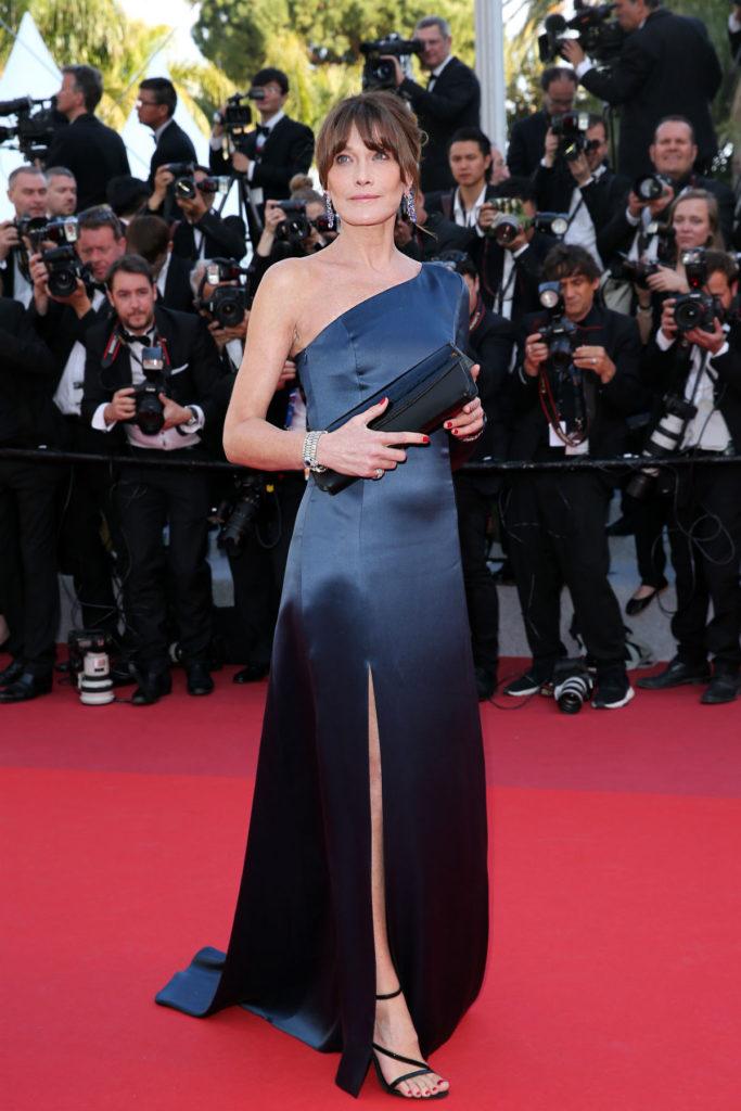 Карла Бруни в платье Celine и украшениях Bulgari