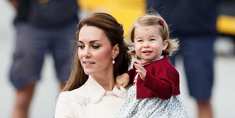 Фото дня: в Сети сравнивают принцессу Шарлотту с Елизаветой II