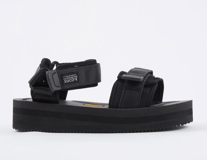 Сандалии Suicoke, £170 (goodhoodstore.com). Самые модные сандалии этого лета