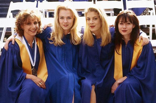 Основные героини «Беверли-Хиллз, 90210» показали фигуры вбикини— Три красотки