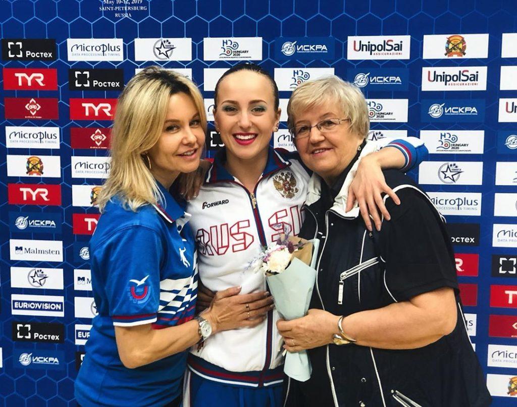 Мария с мамой и тренером