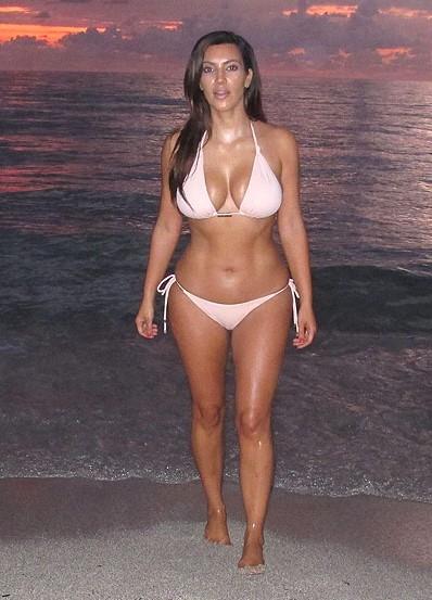 Лучшие фото Ким Кардашьян в купальнике