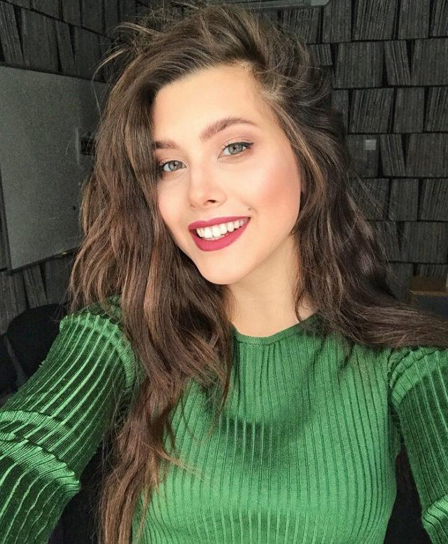 Анет Сай