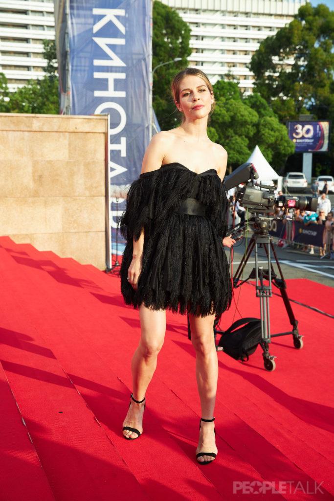 Маруся Зыкова в платье Kalmanovich