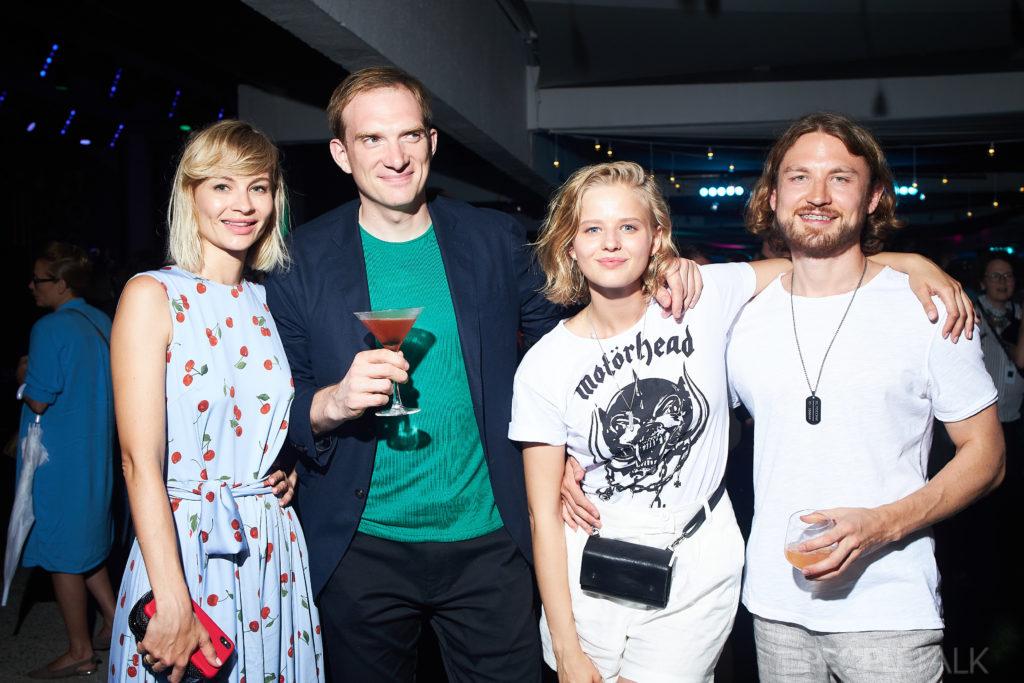 Андрей Бурковский с супругой и Саша Бортич с возлюбленным