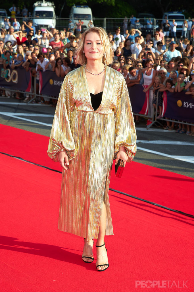 Виктория Толстоганова в платье Kalmanovich и украшениях Mercury