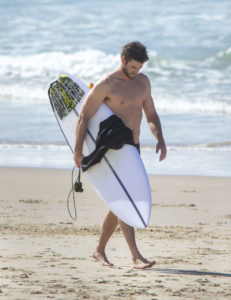 Осторожно, здесь горячо! Самые сексуальные парни на пляже
