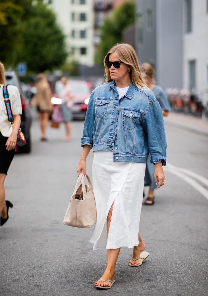 Носи их с белым платьем и джинсовкой. Такой расслабленный стиль - очень в духе француженок